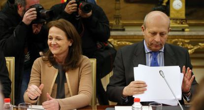 El ministro de Educación, Ignacio Wert, junto a la secretaria de Estado de Educación, Montserrat Gomendio.