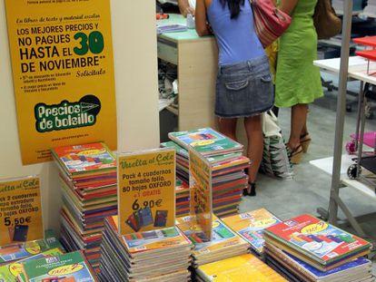 Material escolar para la vuelta al colegio de septiembre en un centro comercial de Sevilla.