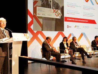 El alcalde de Bilbao, Ibon Areso, interviene en el acto de apertura de la Cumbre de la Cultura este miércoles.