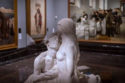 Sculpture takes on a leading role in the new organization of these museum rooms.