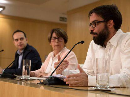 José Manuel Calvo, Inés Sabanés y Álvaro Fernandez Heredia, en la rueda de prensa.