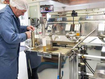 Imagen del proceso de producción del jarabe de arce.