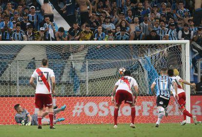 Gonzalo Martínez marca el segundo gol de River.