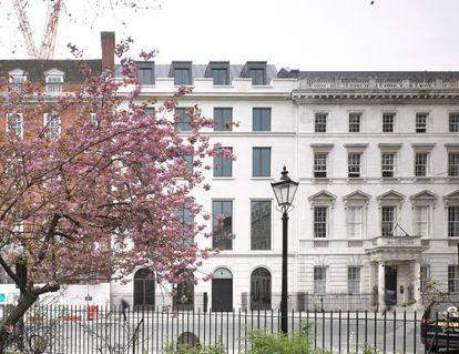 Edificio del número 6 de Sant James Square, adquirido por Amancio Ortega
