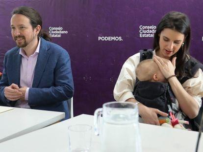 Pablo Iglesias e Irene Montero, con su hija Aitana, en el Consejo Ciudadano Estatal de Unidas Podemos.