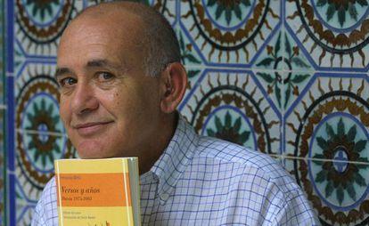 El poeta Fernando Ortiz, en 2003.