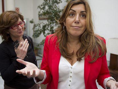 Susana Díaz después de la rueda de prensa sobre el referéndum de IU.