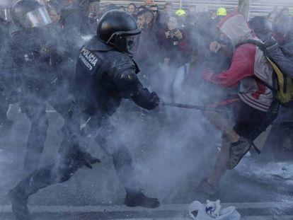 Carga policial contra los CDR, este sábado.