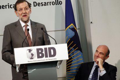 Mariano Rajoy junto al ministro de Economía, Luis de Guindos