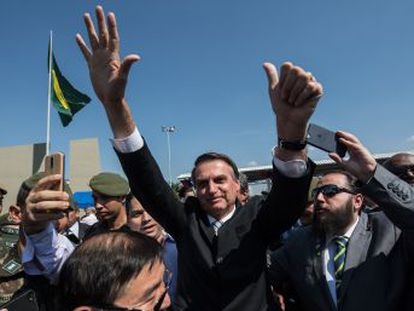 El político ultraconservador obtiene el 46,3% de los votos, frente al 28,8% de Haddad, lo que aboca a Brasil una segunda cita el 28 de octubre y la necesidad de un vuelco radical para evitar el triunfo de la extrema derecha