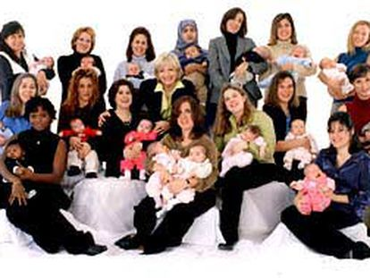 16 mujeres embarazadas el 11 de septiembre que perdieron a sus maridos posan para un programa de la ABC.