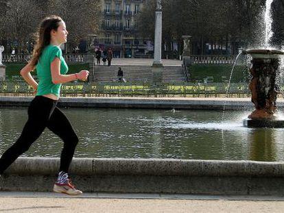 Media hora de ejercicio intenso reduce sobre un 50% el riesgo de infartos.