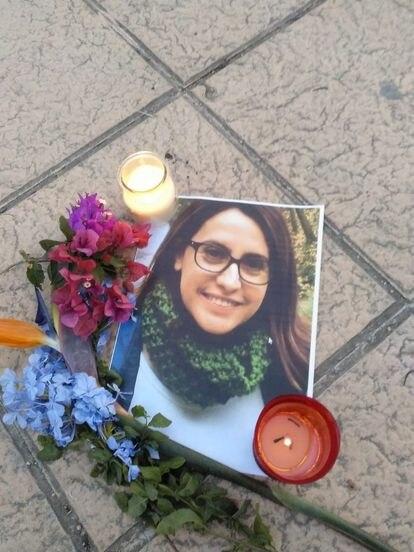Fotografía de Alicia Valera Esquembre en una de concentración vecinal en repulsa por su asesinato.