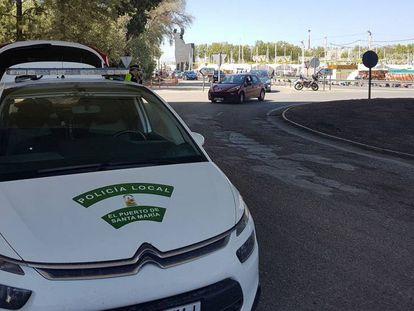 Control de la policía local de El Puerto durante una de las pasadas ediciones de la Feria de la Primavera.