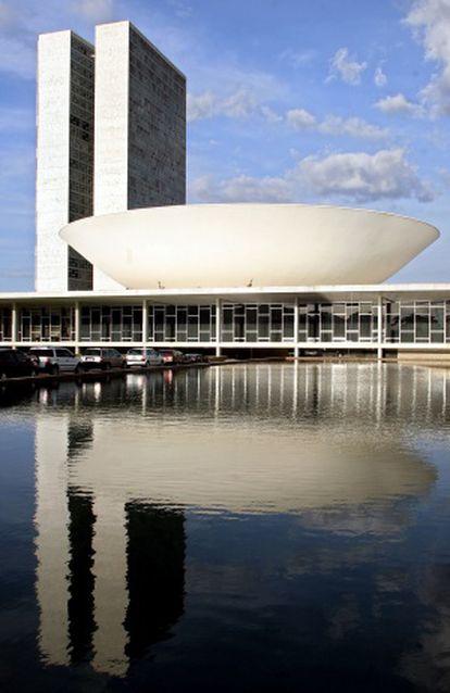 Congreso de Brasil, obra de Niemeyer del año 1960.