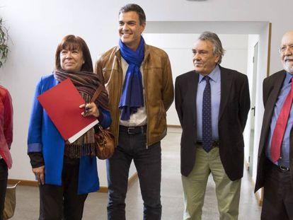 Cristina Narbona, a la izquierda de Pedro Sánchez, junto a Margarita Robles, Manuel Escudero y José Fèlix Tezanos en una imagen del pasado mes de mayo.