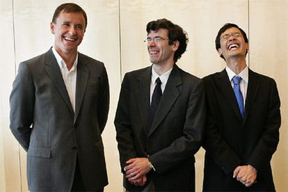 De izquierda a derecha: el ruso Andrei Okounkov, el estadounidenses Jon Kleinberg y el Australiano Terence Tao, galardonados en Madrid.