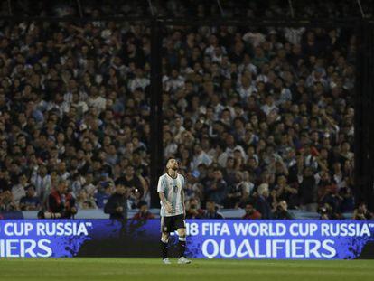 Lionel Messi se lamenta durante el partido de Argentina ante Perú.