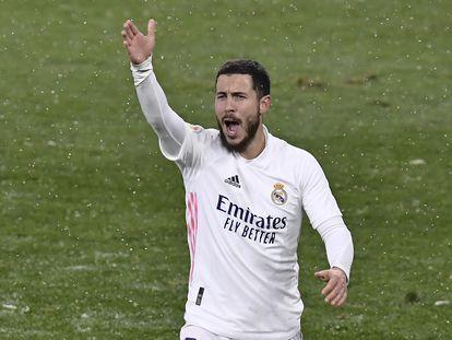 Hazard se queja de una jugada en el partido ante Osasuna en El Sadar este sábado.