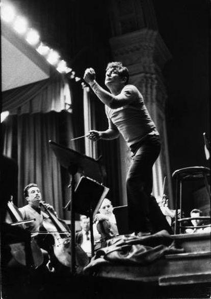 Leonard Bernstein durante un ensayo en el Carnegie Hall.