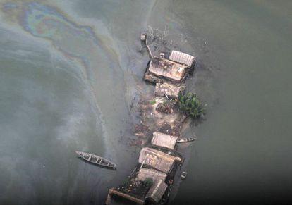 Vertido de petróleo en el Delta del Níger en 2014.