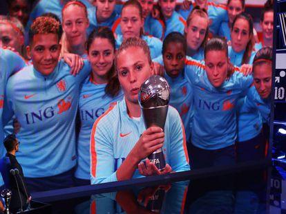 Lieke Martens se conecta por videoconferencia con la gala The Best de la FIFA.