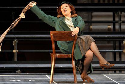Michaela Schuster, durante un ensayo de la ópera <i>La mujer sin sombra.</i>
