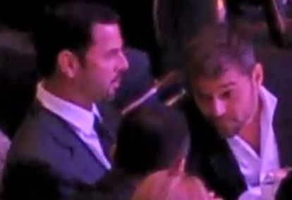 El cantante puertorriqueño Ricky Martin y su novio, el analista financiero Carlos González Abella, en un momento de la gala captado en el video de YouTube.