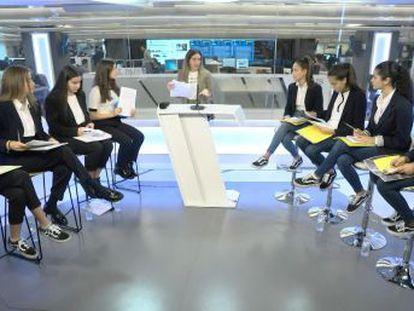 Dos equipos de debate de dos institutos españoles concursan para defender con argumentos distintos la crisis del clima. Un torneo escolar, organizado por Planeta Futuro con motivo del 30º aniversario de la Convención sobre los Derechos del Niño, para conocer la opinión de los adolescentes