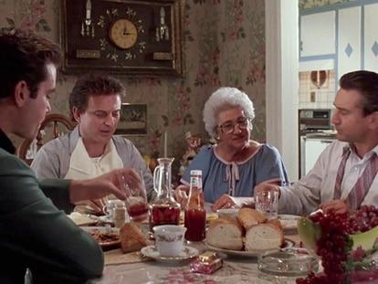 La madre de Martin Scorsese, Catherine Scorsese, cocinera mayúscula, en el rodaje de 'Uno de los nuestros'.
