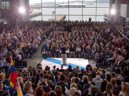 El presidente de la Xunta de Galicia, Alberto Núñez Feijóo, durante un acto preelectoral en Vigo. En vídeo, Feijóo se reivindica independiente y ERC pide unidad del independentismo en Cataluña.