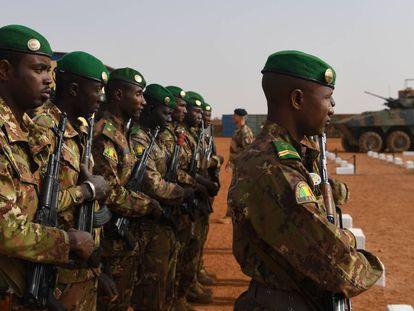 Tropas malienses este domingo en una base militar en Gao.