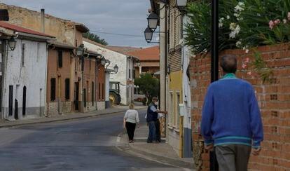 Una calle de Pollos (Valladolid), el pasado jueves.