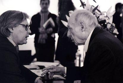 Eduardo Arroyo (derecha) y Javier Fórcola en la pasada edición de Arco.