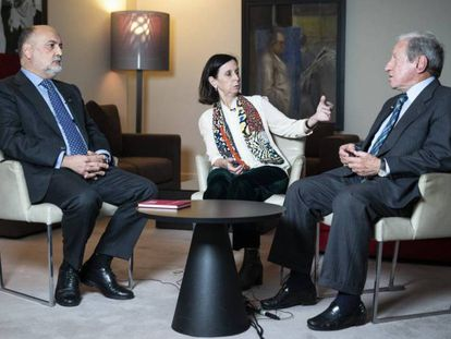 De izquierda a derecha, Francisco Pérez de los Cobos, María Emilia Casas y Pascual Sala, en el encuentro para analizar el estado de la Constitución.