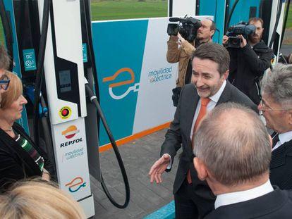 El consejero delegado de Repsol, Josu Jon Imaz, durante la inauguración del primer punto de recarga ultrarrápida de Repsol.
