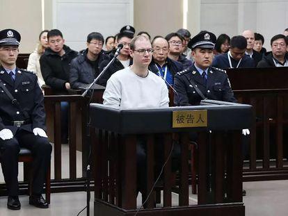 Robert Lloyd Schellenberg en la repetición de su juicio por cargos de tráfico de drogas en el tribunal de Dalian, China, en enero de 2019.