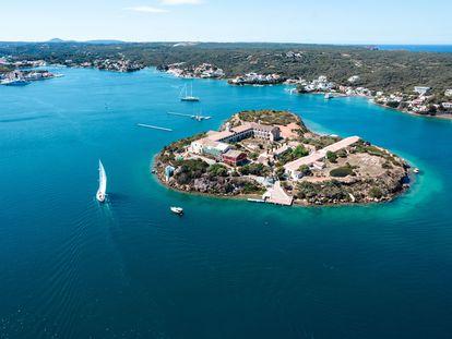 Vista aérea de la Isla del Rey de Menorca, en una imagen cortesía de Hauser & Wirth.