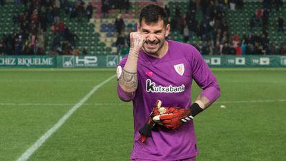Herrerín celebra la clasificación del Athletic.