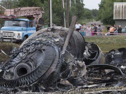 Restos del avión del vuelo MH17, cerca de Roszypne, Ucrania.