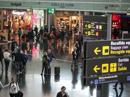 Zona comercial del aeropuerto de Barcelona El Prat.