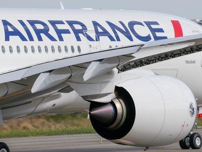 Un avión de Air France despega en Toulouse (Francia).