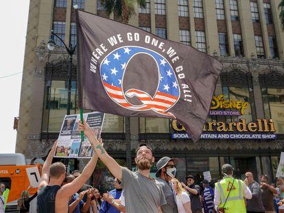 Una protesta del movimiento QAnon en Los Ángeles (California), en agosto pasado.
