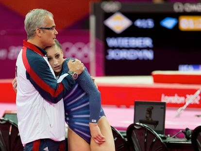 La gimnasta olímpica Jordyn Wieber junto al entrenador John Geddert en los juegos olímpicos de Londres 2012. i