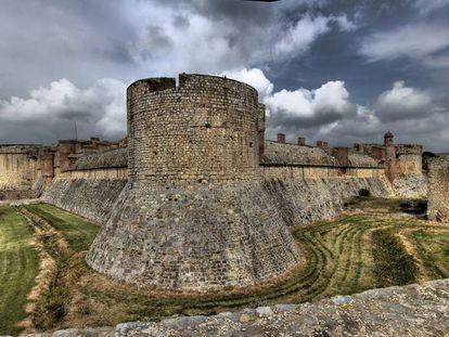 Panoràmica del castell de Salses.