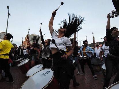 Una mujer baila durante las protestas en Bogotá contra el presidente Iván Duque el pasado 28 de noviembre.