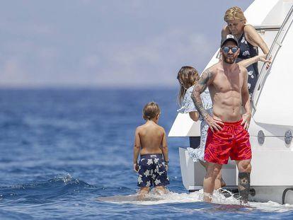 Lionel Messi con su familia el martes pasado en Ibiza.
