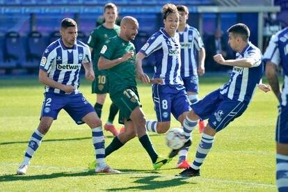 Battaglia marca el único gol del partido ante el Huesca este domingo en Mendizorroza.
