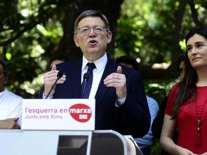 El líder de los socialistas valencianos, Ximo Puig, junto a la consejera de Sanidad, Carmen Montón, y Manuel Mata, portavoz del partido en el Parlamento.