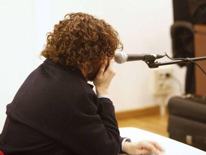 El administrador de Rojadirecta, Igor Seoane, este jueves en el juzgado en A Coruña.